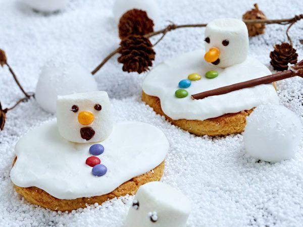 Weihnachtskekse - knuspriges Gebäck zum Fest - schmelzende-schneemann-cookies  Rezept