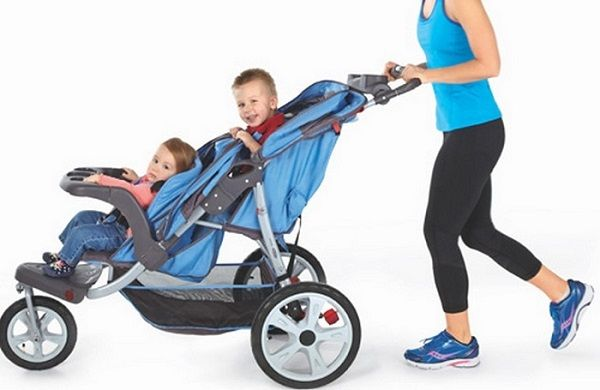 Before going shopping for a double jogging stroller, you will need to consider the purpose of buying the stroller, the number of children you have and the features of the stroller.