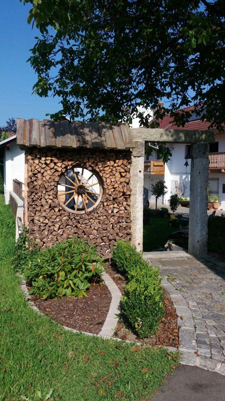 Gartengestaltung Sichtschutz Beispiele Holzstoss Mit Wagenrad Als
