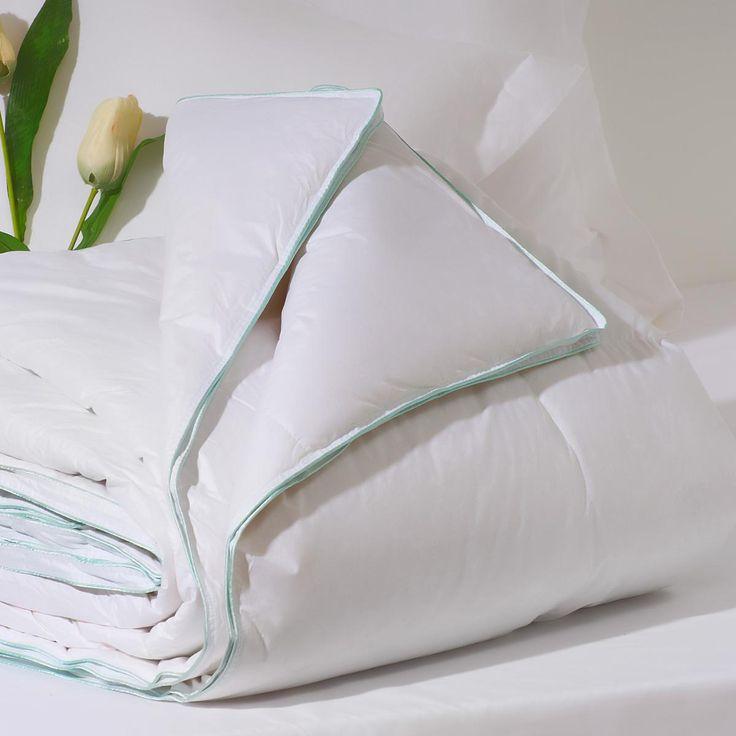 EDREDON PLUMON GRAN CONFORT Relleno nordico de pluma y duvet de oca seleccionada. Tejido exterior algodón 100%. Disponible para cama de 90, 105, 135, 150, 160 y 180 cm. Cuentan con el sistema Kassetten. Cuenta con una densidad de 300 g. La composición interior es 92% plumón de oca seleccionada y 8% pluma de oca seleccionada. El tejido exterior es 100% algodón, confeccionada en satén. www.sancarlos.es