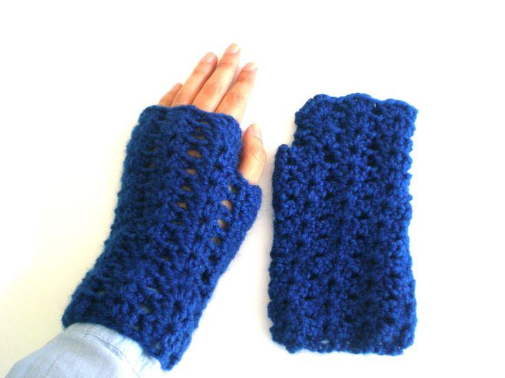Blue wool mittens knitted crochet, handmade, blue, mitt woman, wool, winter, fall, cold, blue wool, teenager, tissue de ArtesaMia en Etsy