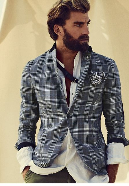 I love a man with a beard and they are most definitely having their moment!  Nice sports Casual look