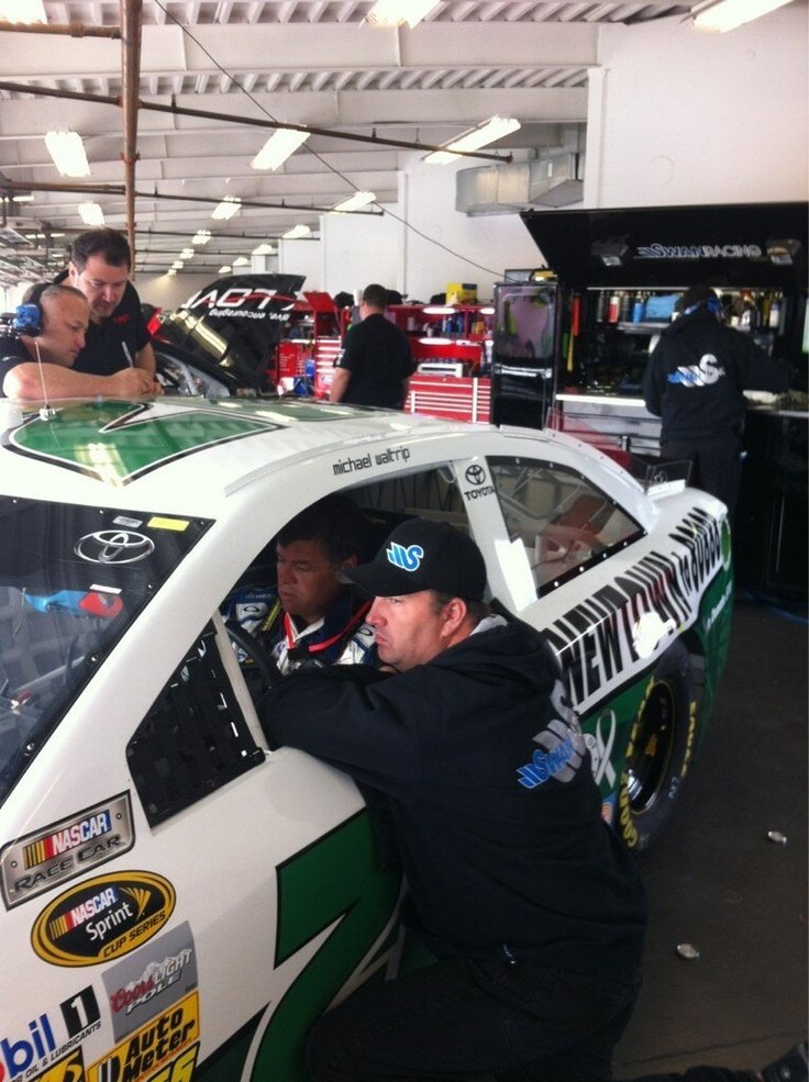 Michael Waltrip about to tear it up on the Daytona track!