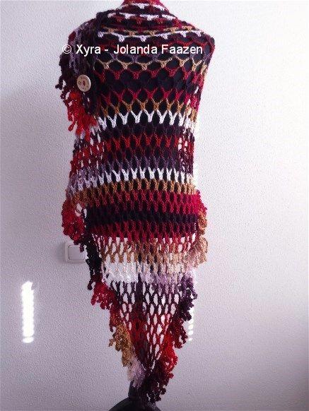 #PATR1019 #Omslagdoek #sjaal #franjes #zomer #luchtig #ruches #haakpatroon #patroon #haken #gehaakt #crochet #pattern #scarf #shawl #DIY  Patroon (NL) is beschikbaar via: Pattern (English-US) is available at: www.xyracreaties.nl www.ravelry.com/stores/xyra-creaties www.etsy.com/shop/XyraCreaties