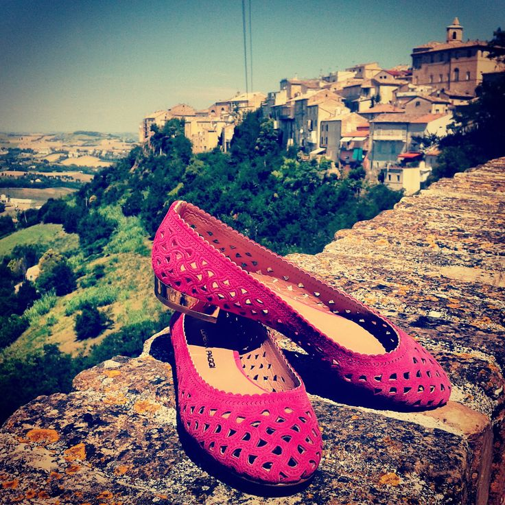 Today #ExpoolConsortium introduces you to the beautiful medieval village of Sant'Elpidio a Mare! To wander among the charming alleys the ideal is a pair of comfortable #ballerinas always #stylish and #trendy as those of the new collection #ss14 by @lorenapaggi