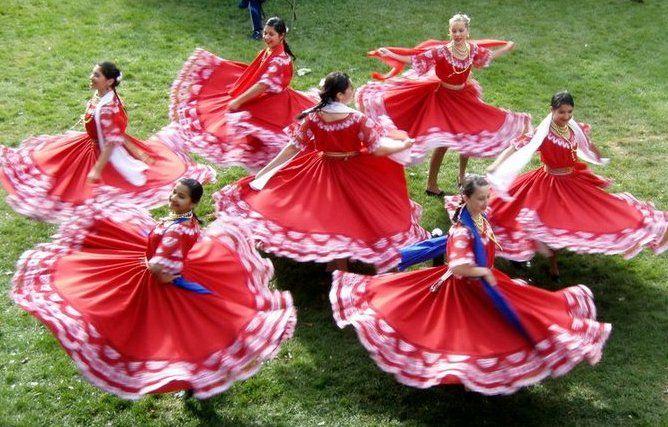 Paraguay - Danza - Traditional Dancers