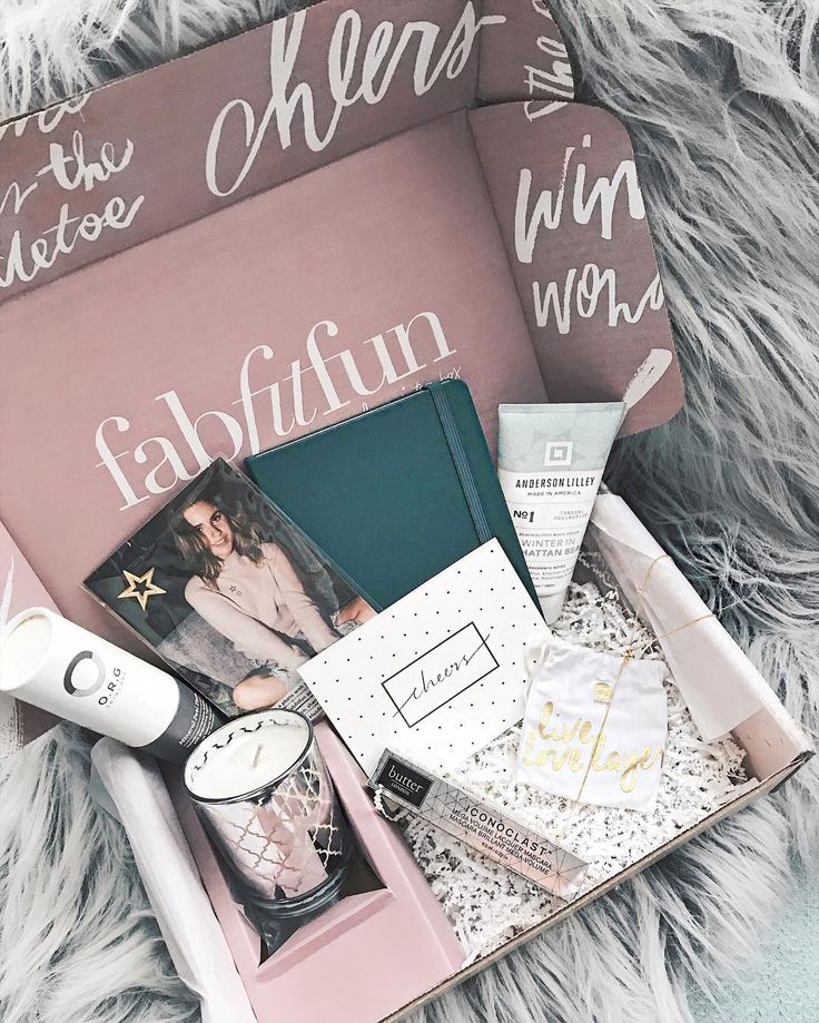 My Winter @FabFitFun box arrived this week! You may have seen me unbox it on my Insta story on Tuesday but I had a chance to try out the products and I'm here to report back that they RULE! The D.L. & Co. soy candle Butter London mascara and @gorjana necklace are 3 of my faves. It's so important to GIVE in addition to receiving this holiday season and that's why the winter box supports the Starlight Children's Foundation - a nonprofit that helps hospital experiences for sick children. I ...