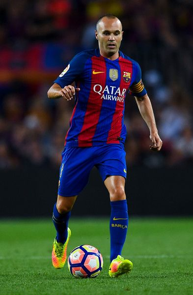Andres Iniesta of FC Barcelona runs with the ball during the La Liga match between FC Barcelona and Deportivo Alaves at Camp Nou stadium on September 10, 2016 in Barcelona, Catalonia.