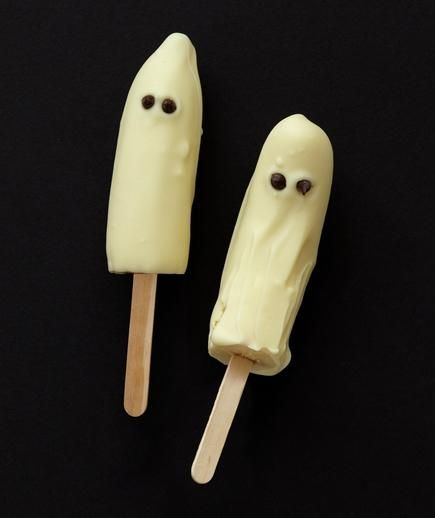 Frozen Banana Ghosts | These tricked out Halloween treats are sure to satisfy every craving.