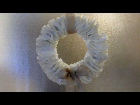 DIY GHIRLANDA NATALIZIA CON FOGLI DI GIORNALE,riciclo quotidiani,Christmas wreath - YouTube