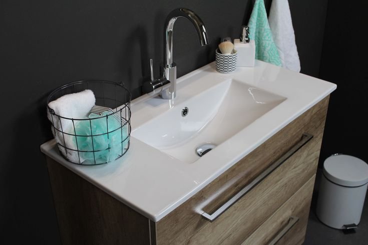 Basic Line - Sanibell -  39 - 46 - fonteinen - accessoires - basicline - lookbook - porselein - acryl - wastafel - whisky - oak - scotch - oak - ice - white - grepen - greeploos - softclose - ladesysteem - ondiep - ruimtebesparend - opbergruimte - onderkast - spiegel - spiegelkast - HIT fontein - fonteinpack - badkamer - badkamermeubel - bathroom