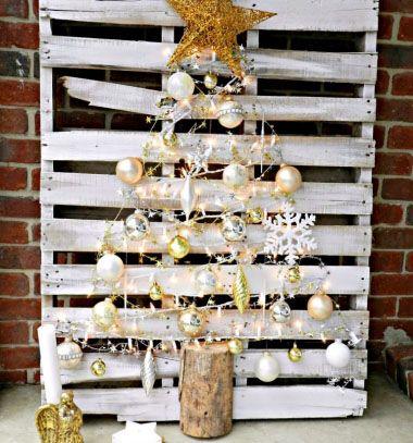 Alternatív karácsonyfa raklapból és farönkből / Mindy -  kreatív ötletek és dekorációk minden napra
