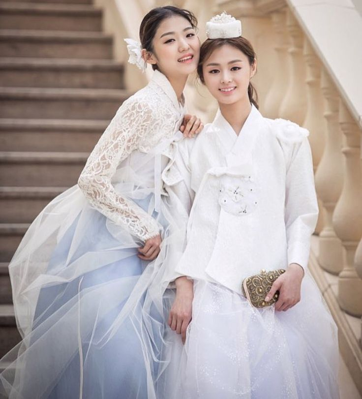 Contemporary style Hanbok - the white skirt matches the white lace-top spectacularly well.  These would go well on bridesmaids on weddings, or parties between girlfriends. #hanbok
