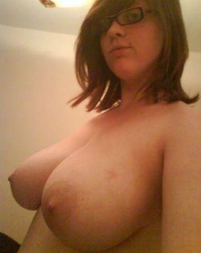 19 donne che esibiscono le loro belle tettone grosse nude