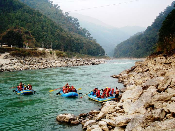 Adventure Trips in kalimpong Adventure of river rafting is well facilitated in the deep gorges, series of rapids with varying intensity and strong currents of Teesta River, that extends a challenging invitation to one of the finest rafting stretches in the world.