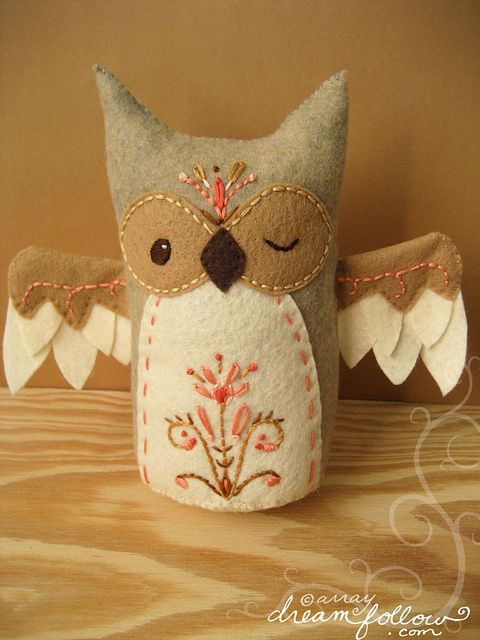 embroidered owl: Owl Projects, Playrooms Ideas, Diy Ideas, Crafts Ideas, Wink Owl, Little Owl, Diy Crafts, Felt Owl, Owl Parties