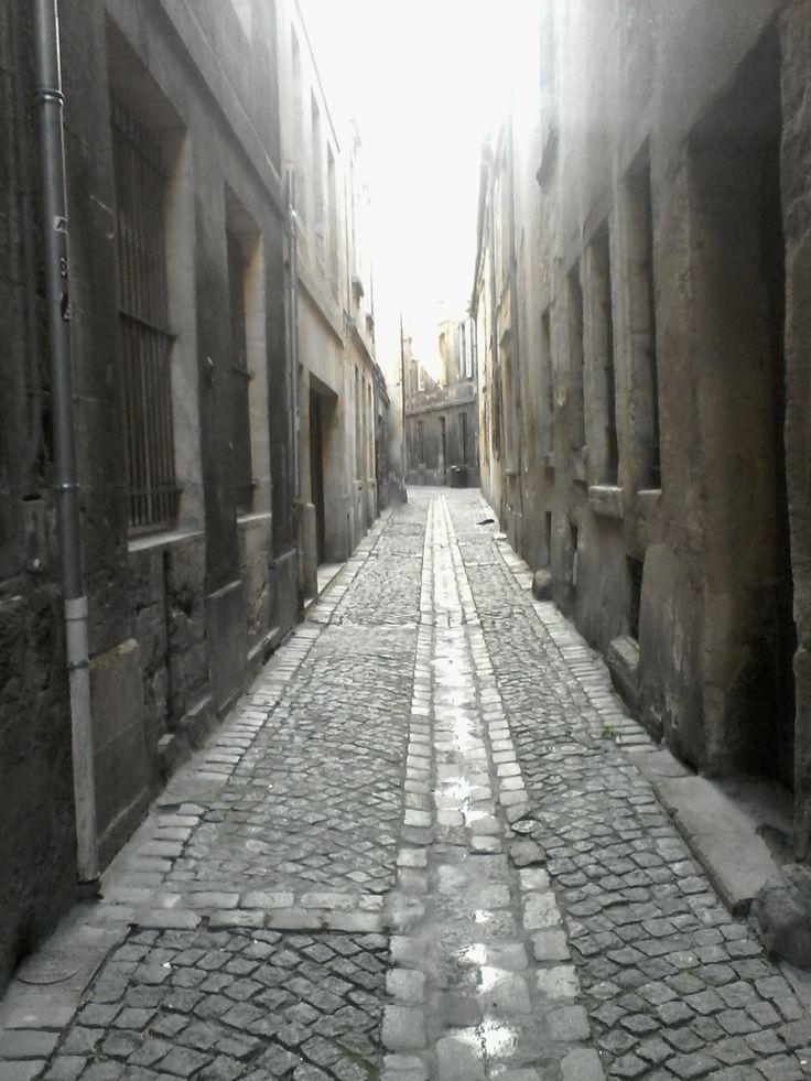 Un passage sombre.. dans lequel se cache peut-être la sorcière de la Victoire !