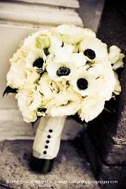 I love this.: White Anemones, Bridal Bouquets, Red Flower, Flower Bouquets, Ranunculus Bouquets, Black And White, Anemones Flower, Ranunculus Anemones Bouquets, White Bouquets