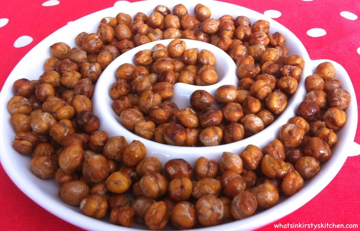 All snacks should be easy to make, quick to grab from the cupboard, delicious and most of all nutritious – roasted chickpeas are exactly that! So simple and versatile, roasted chick peas are the pe...