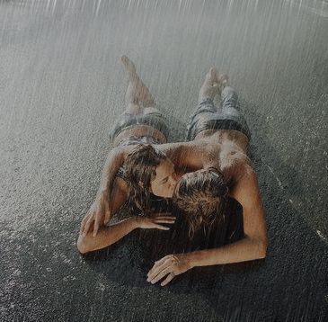 Couples Kissing In The Rain | ... Wallpapers Collection: romantic-couple-kissing-in-rain-wallpaper