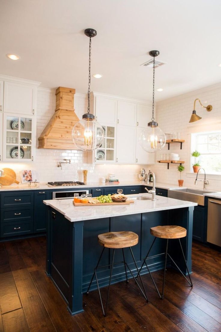 Traditional kitchen inspiration, dark blues cabinetry paired with white - Found on Pinterest