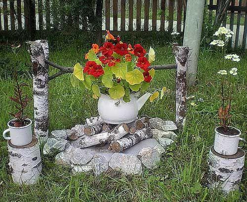 И если стационарные клумбы требуют предварительной подготовки и тщательного планирования, то такие небольшие цветники, сделанные с фантазией своими руками,  могут быстро внести дополнительный яркий элемент в любой уголок нашего сада.