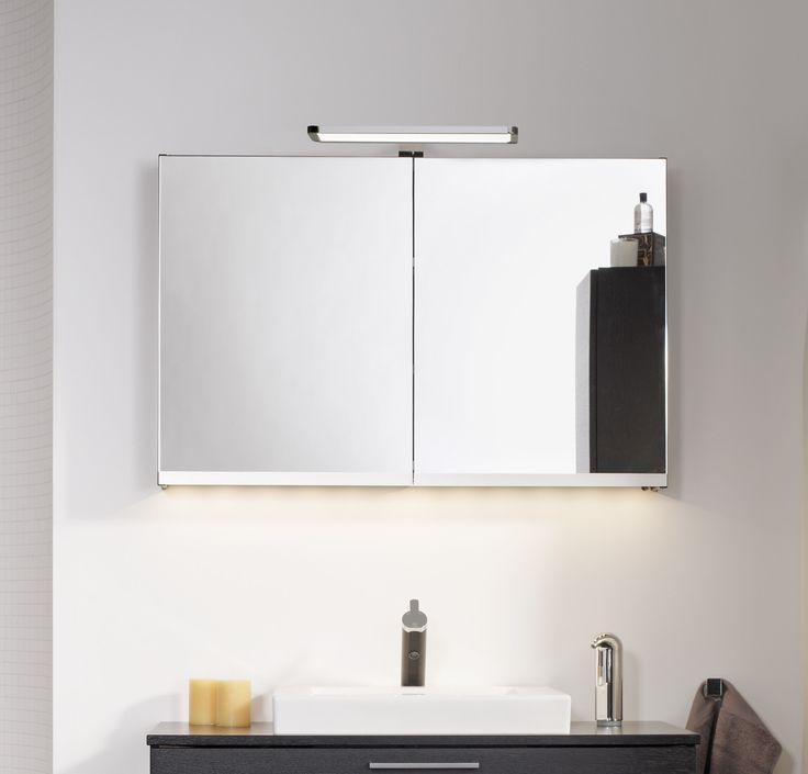 Spegelskåp Artic med integrerat eluttag inuti skåpet.