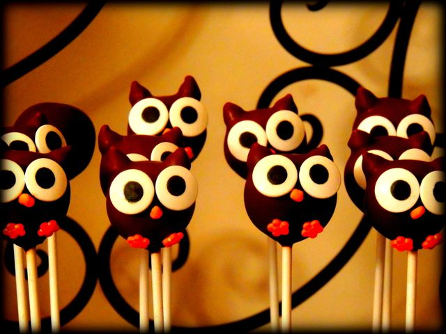 Cake pops at a Owl Party #owl #party