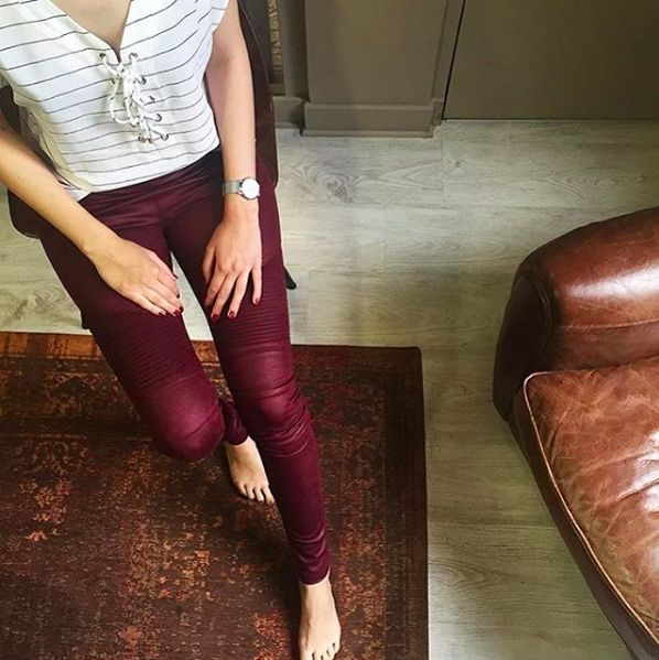 Visite de l'instagrameuse @__maloo dans notre showroom Absolu Paris! #fashion #ootd #blogueusemode #pants #mode #woman #Paris #showroom #burgundy #pantalon #beautiful #style