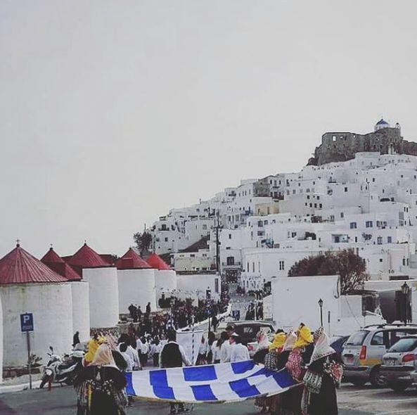 Με λαμπρές εκδηλώσεις εορτάζεται σήμερα στην Αστυπάλαια η επέτειος των 70 χρόνων της Ενσωμάτωσης της Δωδεκανήσου με την Ελλάδα! 🇬🇷 Today, Astypalaia celebrates the 70th Anniversary of the Integration of the Dodecanese with Greece! Photo: @doravenet