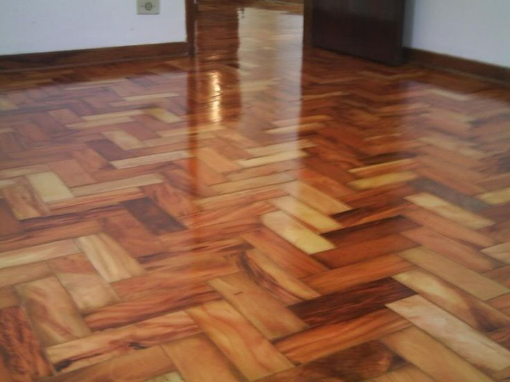 É o seguinte: eu tenho um piso de madeira que ainda não tem verniz, é um assoalho. Até um tempo atrás eu encerava (que... http://sossolteiros.bol.uol.com.br/limpador-caseiro-milagroso/