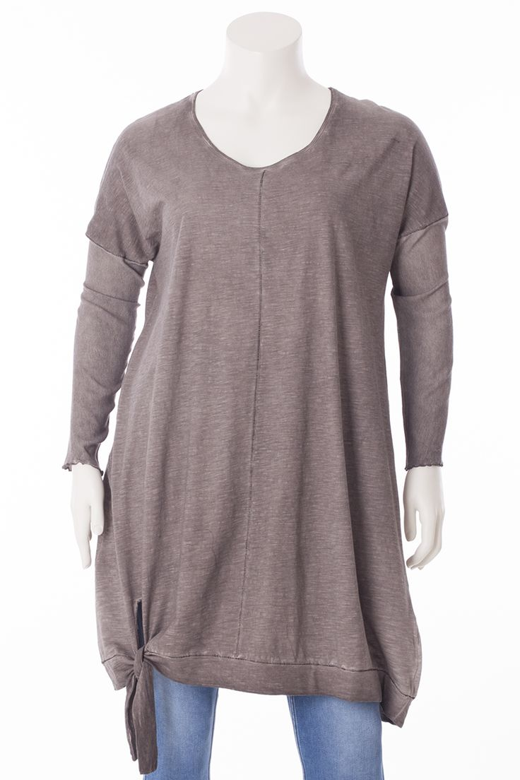 Exelle   Long tunic with stroke at the bottom that can be tied to a knot.  Dyed with cold-dye technique to give it its unique colours. Made from a soft cotton/modal quality. The long sleeves are made from a woven material, which create a nice contrast with the jersey.