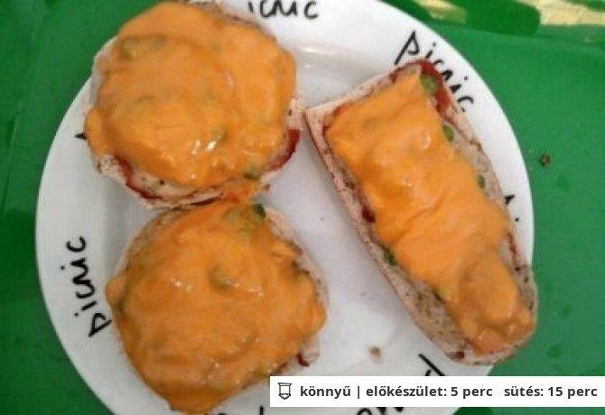 Mustáros-borsós-darált húsos melegszendvics