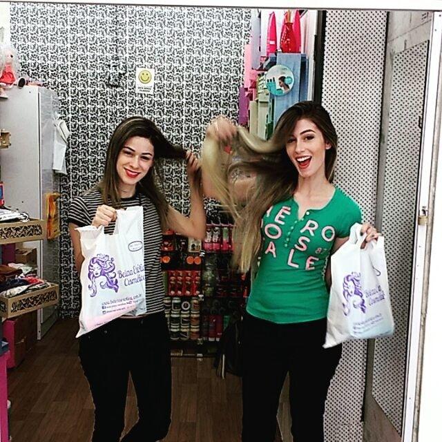 As top bloggers Janine e Melina, do @agentecurte, escolheram vários produtos incríveis para deixar os cabelos perfeitos neste verão. ❤ Onde encontrar: Beleza Exótica (Rua Rio de Janeiro, 788 - loja 1 - Centro) #feirashop #lindadefeirashop #moda #modabh #modamineira #modaparameninas #beleza #beauty #cabelo #cabelos #hair #blogueira #blogueirabh #blogueiras #trend #tendencia #style #estilo #bh