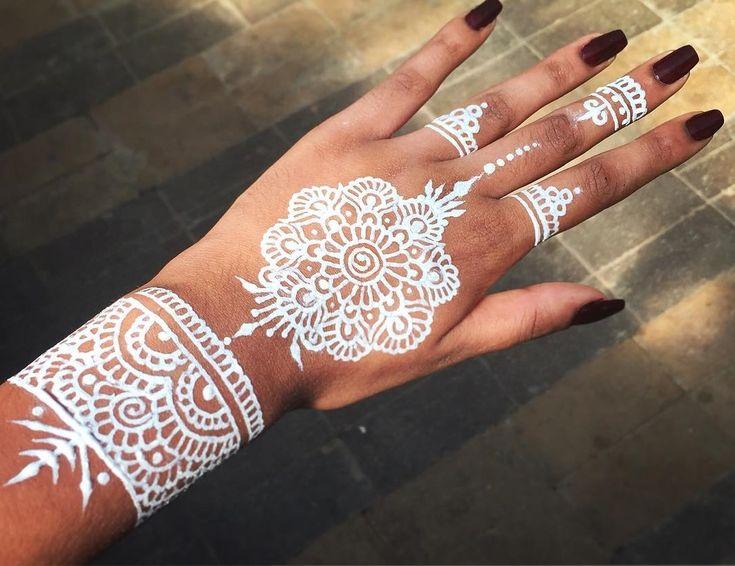 25-increíbles-tatuajes-de-henna-que-morirás-por-tener-5.jpg 1.077×829 píxeles