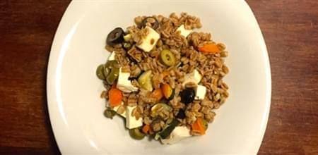 Insalata di farro con olive, capperi e peperoni......Per la ricetta consultate il mio sito oppure scrivetemi nei commenti!