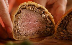 É de dar água na boca! Bife Wellington do Jamie Oliver com cogumelos. Clique na foto para ver essa receita linda <3