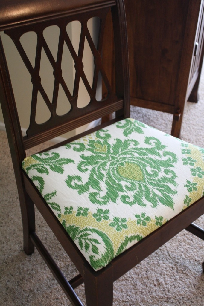 Easy To Recover Dining Room Chairs  Now THIS I Have Actually Done Before. If