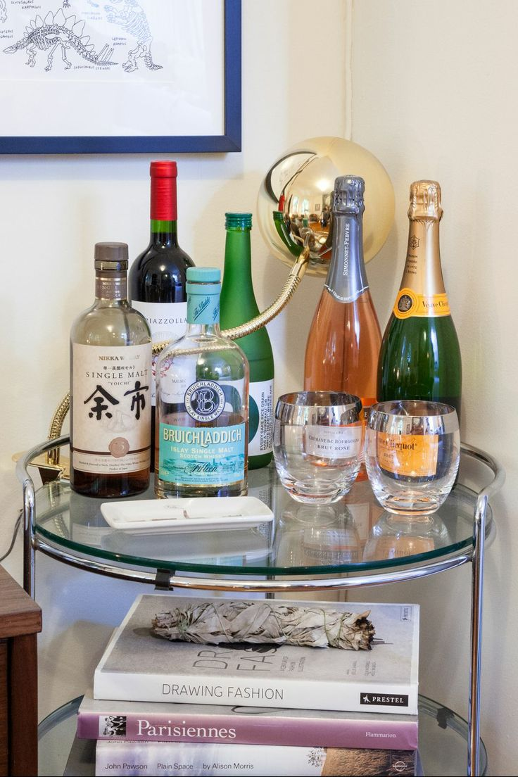 How To Make Your Tiny Space Feel HUGE #refinery29 Corner table for booze