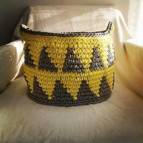 T-shirt yarn basket. Mamanufaktura handmade creation.