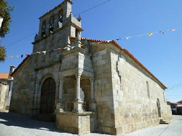 A magnifica igreja da minha aldeia. Por fora é linda mas, quando visiterem o interior ficam maravilhados Belo sitio para baptizados e casamentos catolicos