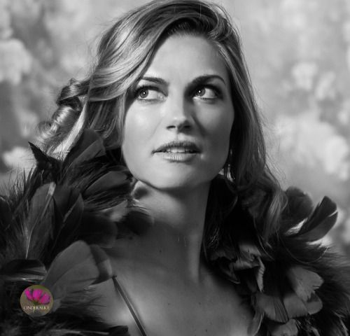 Nina Bott, Filmstar Make up, Makeup Inspiration Anita Ekberg, #Vintage Fotoshooting, Auf Fotos gut aussehen, Make up Schablone Cinderalice, Makeup template, Cinderalice Princess, Gesicht konturieren, Gesicht modellieren, konturieren und highlighten, DIY Make up Workshop, Make up Inspiration, Alva Naturkosmetik, Kokosöl Ölmühle Solling.