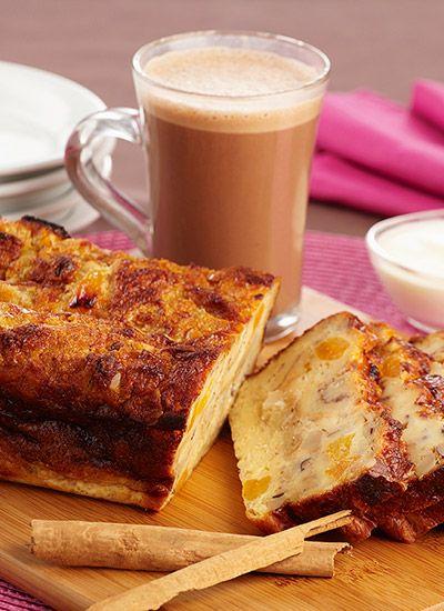 Torta de pan de canela con albaricoques