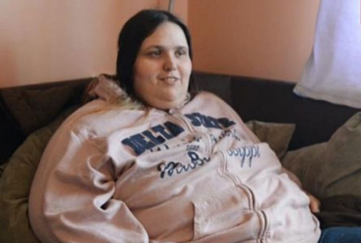 "See The Shocking Reason This Welfare Queen Refuses to Get Weight Loss Surgery/ according to article this 400 pound morbidly obese female makes $112,00 per year!  says she ""can't"" work; pays no rent; is a former chef; says she is not doing anything wrong; refuses to changes her eating habits; surgery would be govt. paid. this is the picture of a parasite on the rest of us who pay taxes."