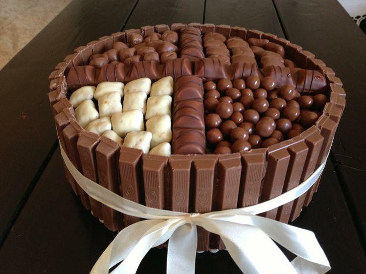 עוגת שוקולד עשירה כמתנת יום הולדת My Cakes In 2019 Tom