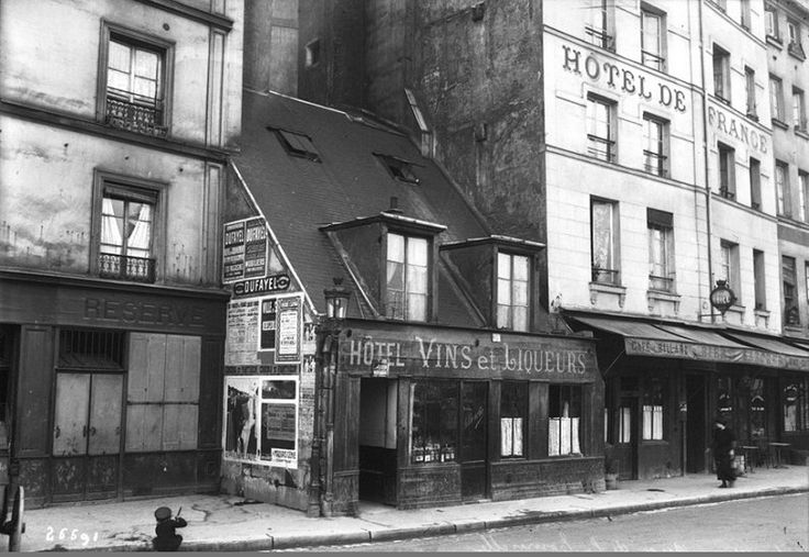 """Un """"taudis"""" du quai de la Tournelle, en 1913. Une photo de l'Agence Rol  (Paris 5ème)"""