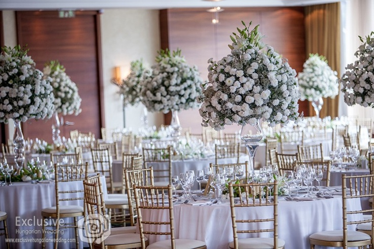 Nice and white wedding in Budapest Marriott Hotel.