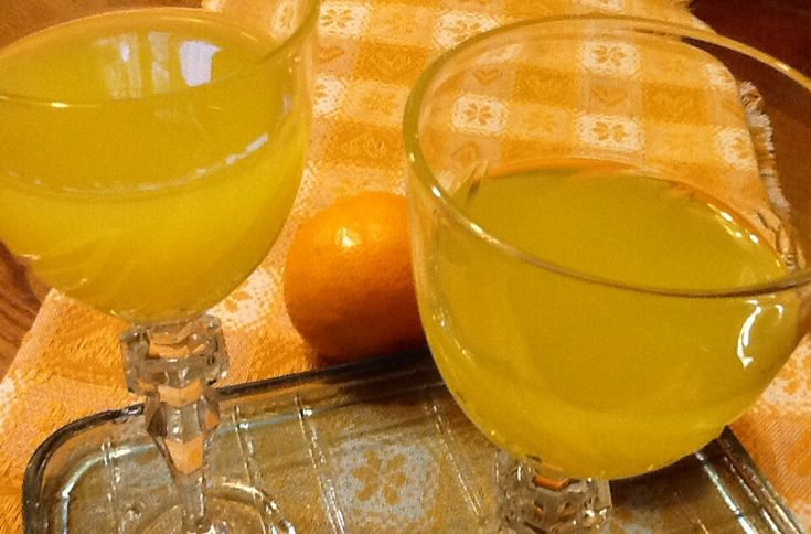Ricordate la fornitura di mandarini bio da utilizzare... Una Parte sono serviti per preparare questa liquore profumatissimo. 30 mandarini, Un litro di alco