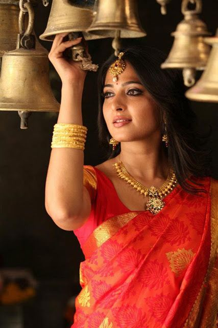 Traditional Indian saree and jewellery