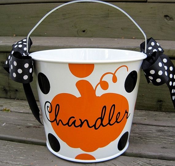 cute halloween buckets. Aww look @Andrea Lindemann it's pre-made for your girl ;)